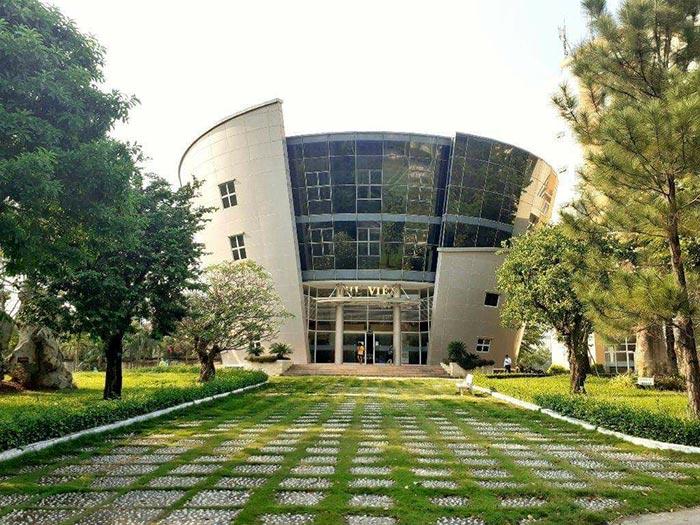 Khuôn viên Đại học Ngân hàng khang trang, hiện đại