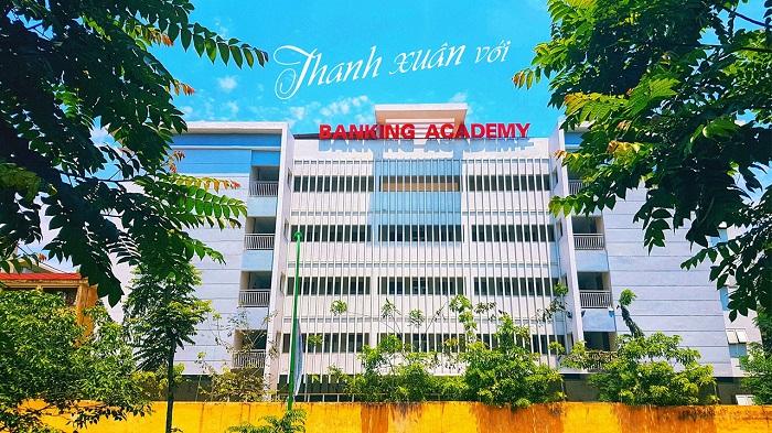 Học viện Ngân hàng có địa chỉ tại Chùa Bộc, Đống Đa, Hà Nội