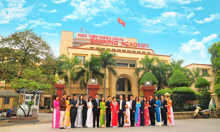 Học phí Học viện Ngân hàng rẻ so với các trường khối Kinh tế tại Hà Nội